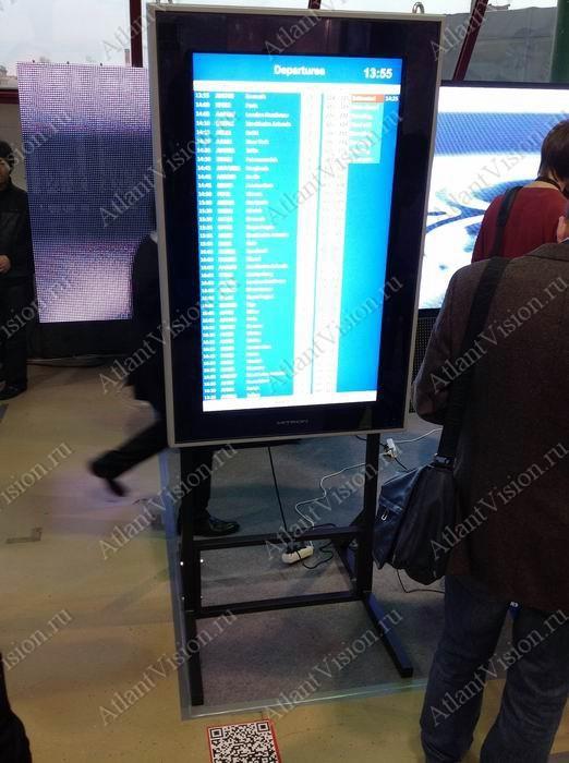 интерактивная стойка в аэропорту