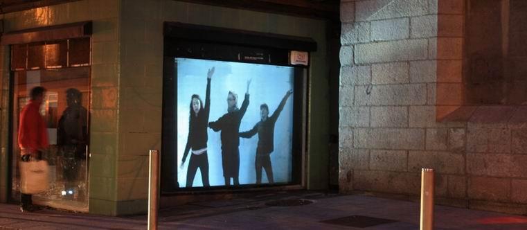 проекционная витрина с темным окном